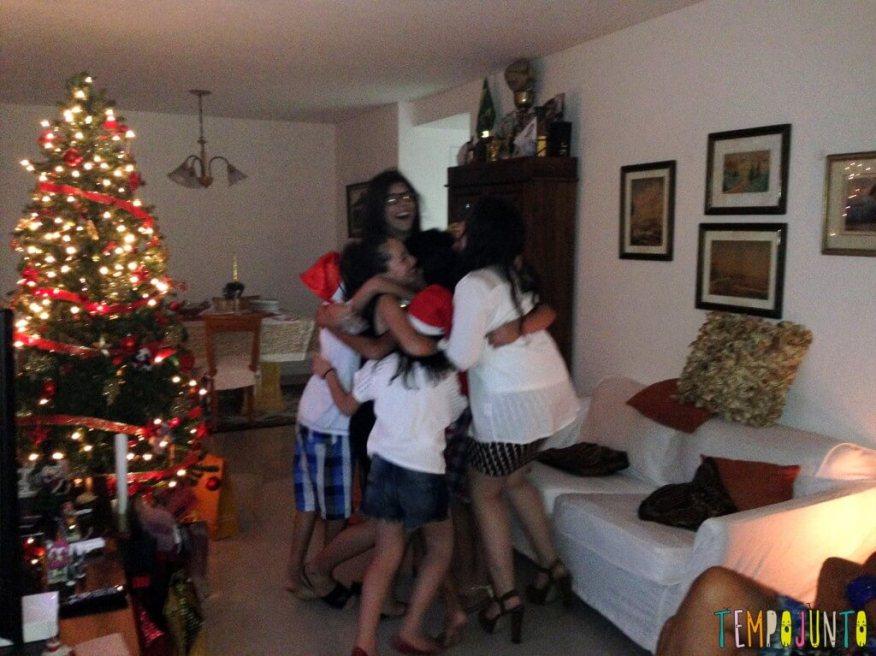 10-ideias-de-brincadeiras-de-natal-brincadeira-cor-do-abraco-1024x767