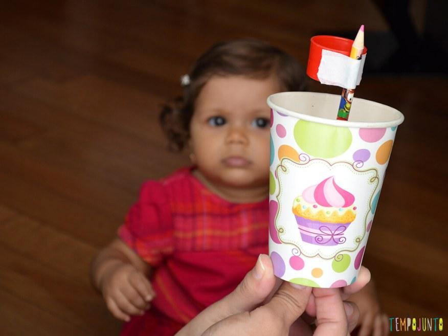 Brinquedo para despertar a curiosidade do seu bebe_13.55.45_ju observando