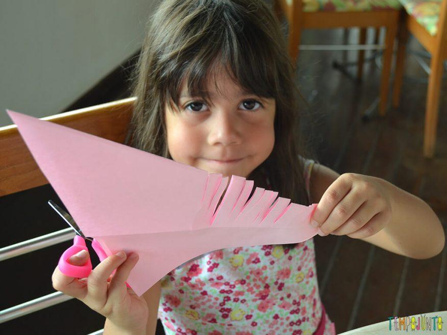 Um brinquedo caseiro que você consegue fazer agora e trazer para brincar com filho_12.20.55_Cortes-da-espinha