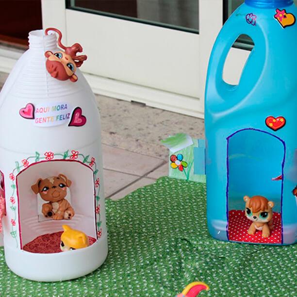 10 ideias de brinquedos feitos com garrafas plásticas - casinha de boneca - tesouro