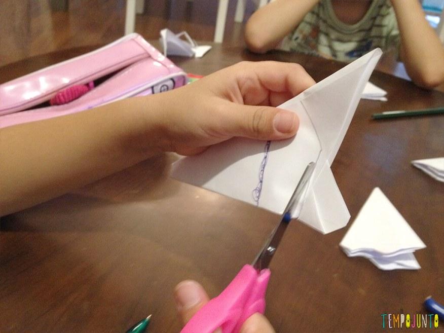 Arte para crianças entre 4 e 7 anos kirigami - cortando o papel