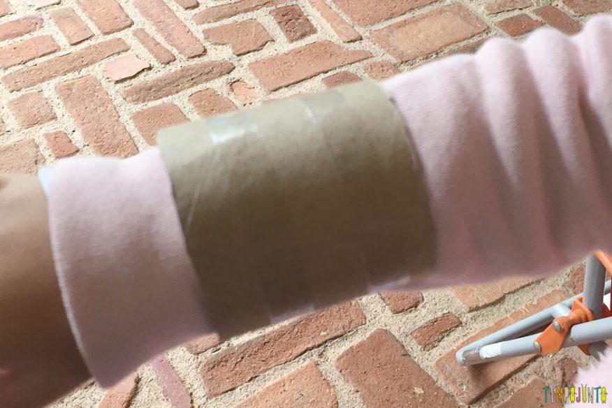 Um jeito diferente de brincar com a natureza - bracelete no braço da gabi