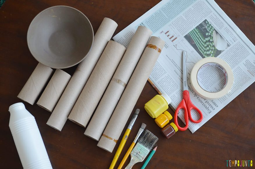 Um fantoche diferente feito de tubo de papel toalha - materiais