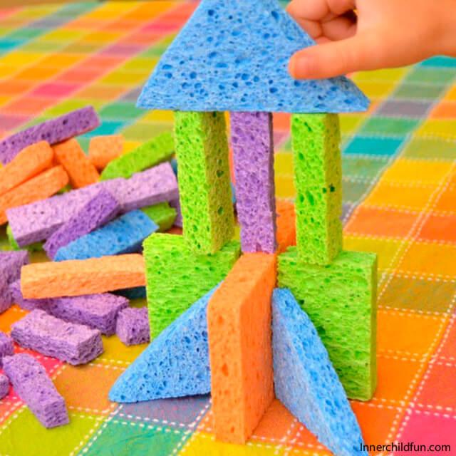 10 brinquedos caseiros para brincar em silêncio - blocos de esponja
