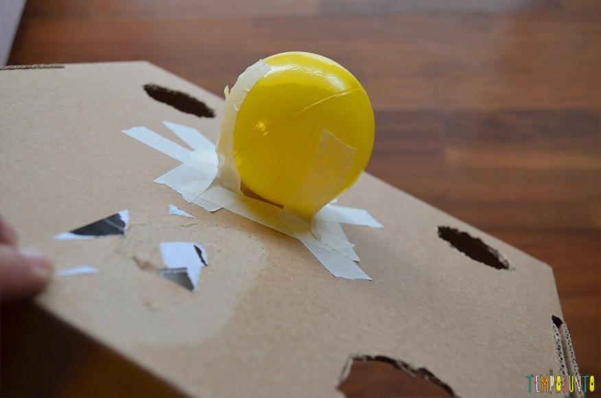 Um brinquedo para praticar a paciência e o sentido de direção - bola colada