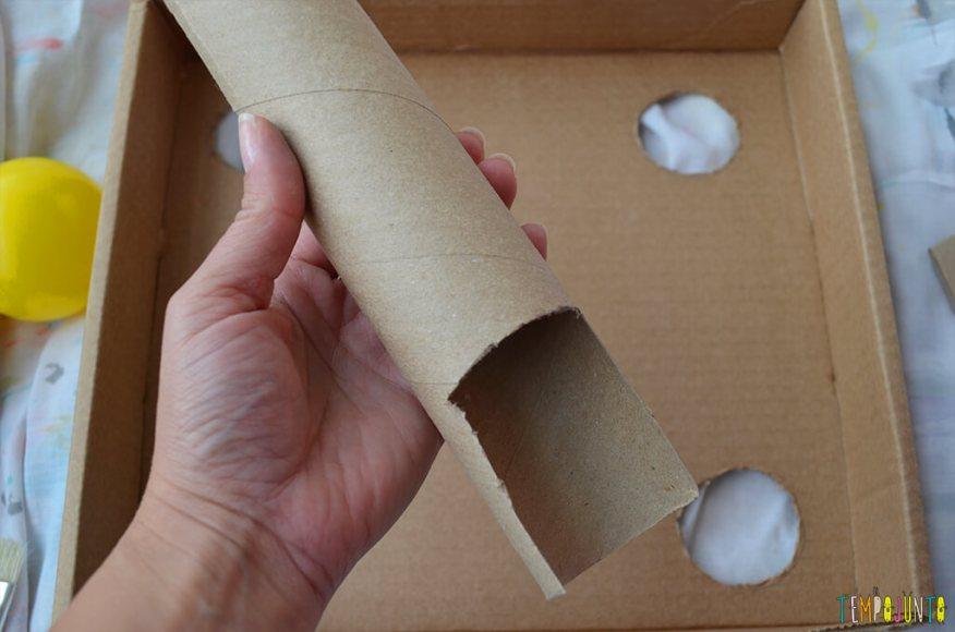 Um brinquedo para praticar a paciência e o sentido de direção - tubo recortado