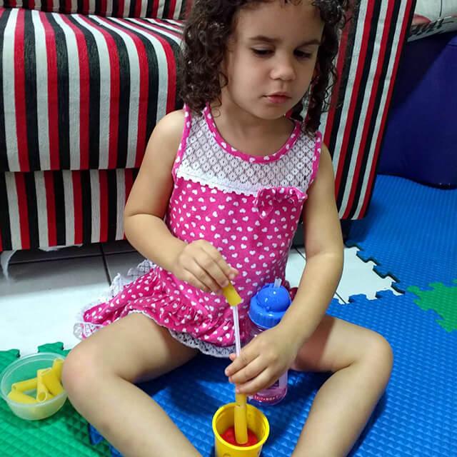 Você no Tempojunto Hedrienny Cardoso e a experiência com filhos com deficiência - foto julia brincando