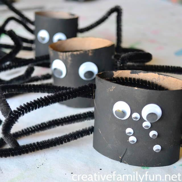 10 ideias criativas para o Dia das Bruxas - aranha de rolo