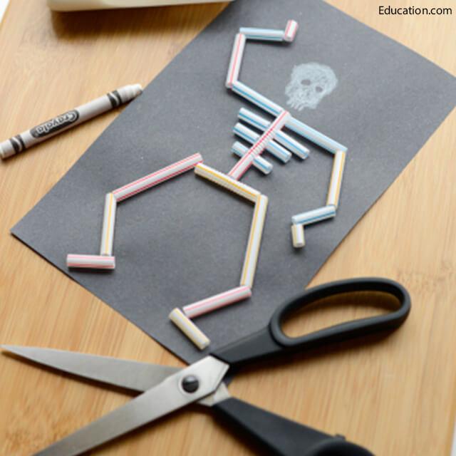 10 ideias criativas para o Dia das Bruxas - esqueleto de canudos