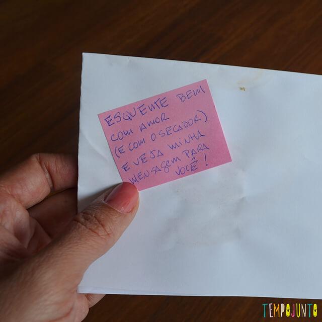 Tinta invisível para brincar de mensagem secreta - imagem com o post it