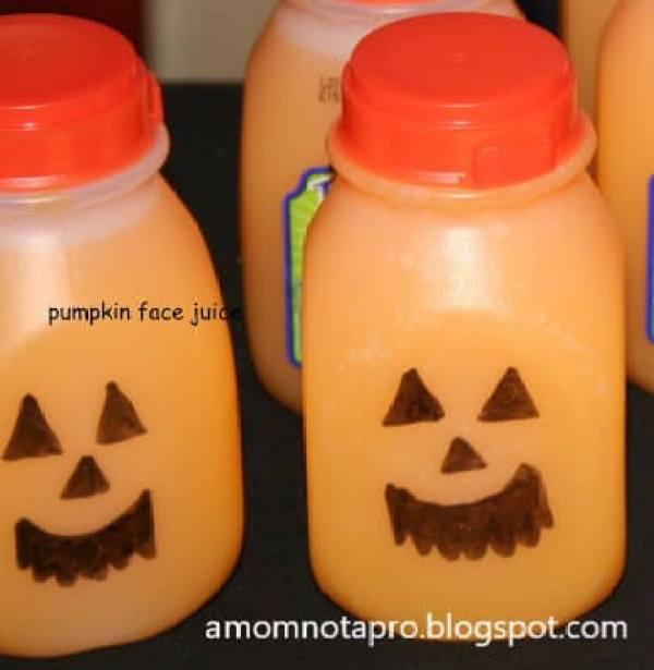 suco de laranja com decoração de halloween