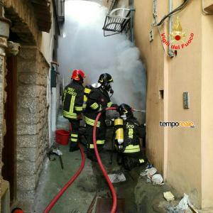 vigili del fuoco in azione a itri 1