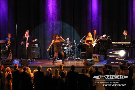 1_ten_ahead_showband_live07_900x600-jpg