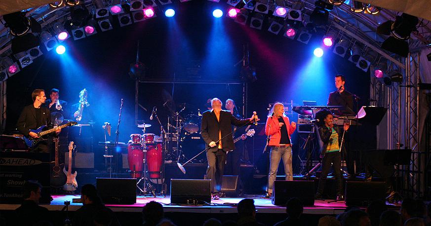 liveband köln, james bond show, ten ahead, partyband, shirley bassey, entertainment, stars in concert