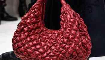 Valentino présente une nouvelle esthétique avec ses sacs automne 2020