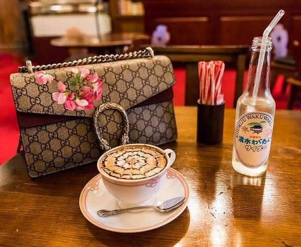 4 paires de sacs de créateur avec son café