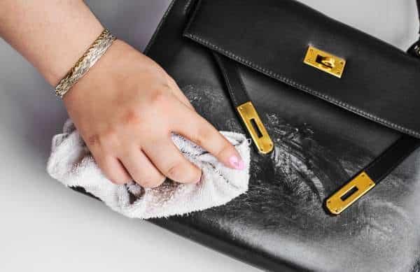 Entretenir un sac à main en cuir lisse
