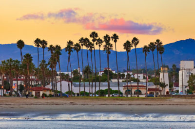 Quel sac à main pour Voyager : les plages avec des toits de tuiles rouges au coucher du soleil Santa Barbara, Californie