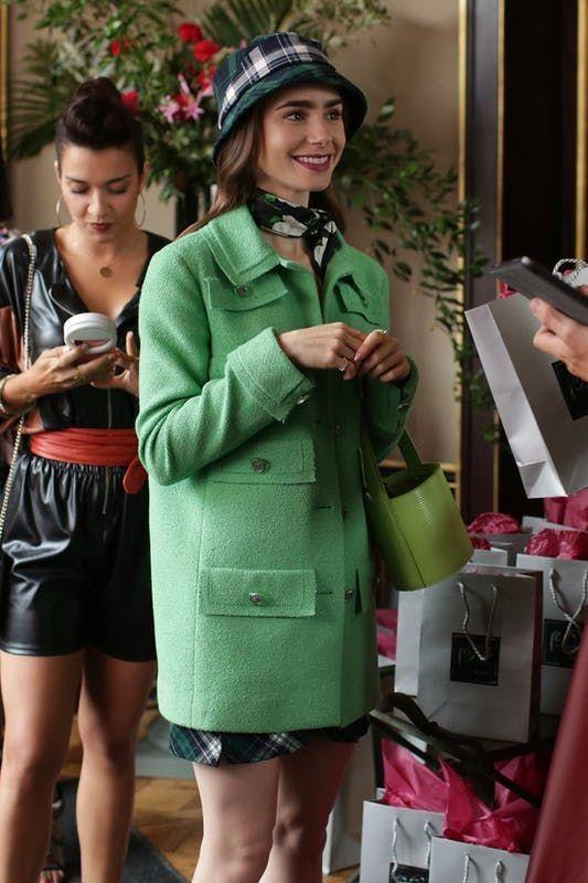 A jaqueta verde de 'Emily em Paris' é um must do ano