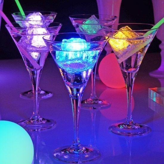 Bebidas en copas de martini