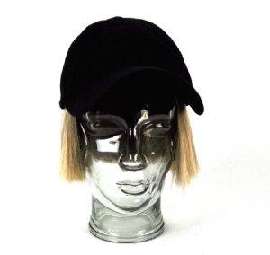 gorra con peluca