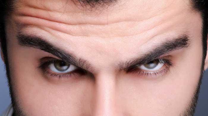 Cómo-depilar-las-cejas-de-hombre-perfectas