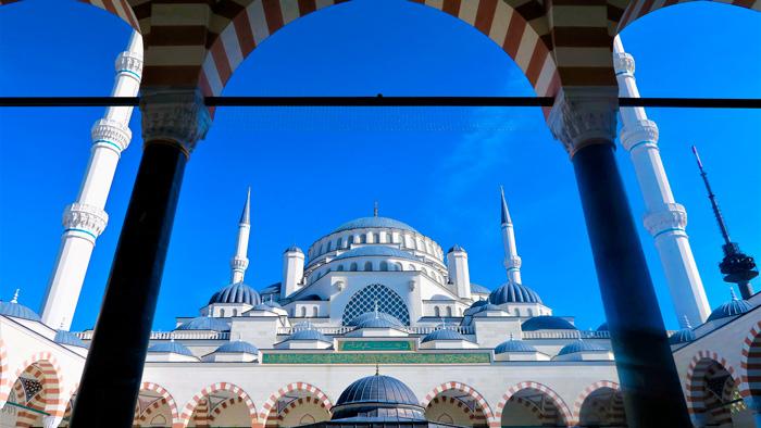 Vista de las cúpulas de la Mezquita Azul desde su patio
