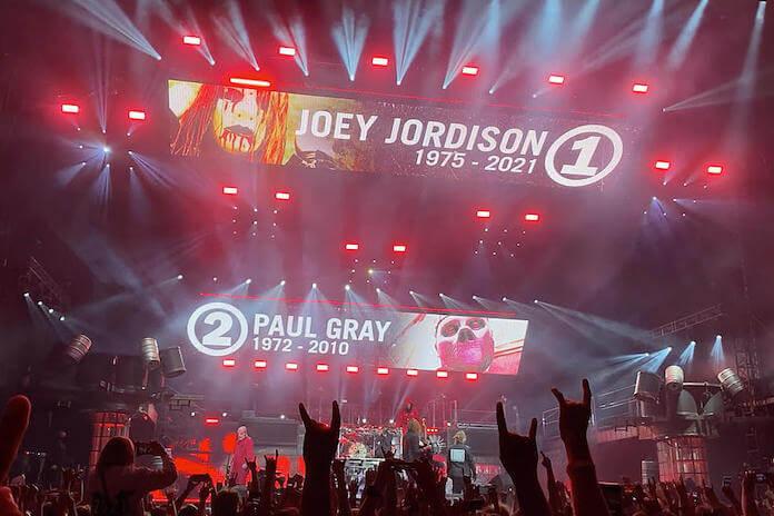 Slipknot faz homenagem a Joey Jordison e Paul Gray em show
