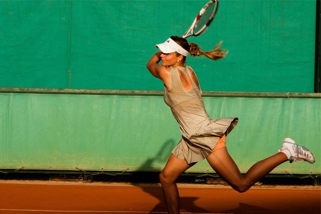 Juega como un profesional con nuestras Clases de Tenis