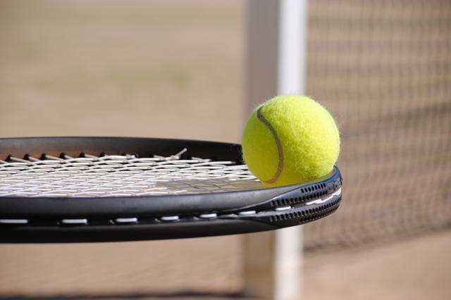 Nuestras pistas de tenis y pádel de alquiler en Estepona