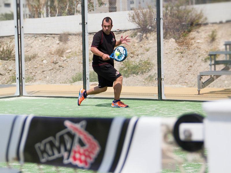 Juega en torneos de pádel cerca de San Pedro de Alcántara
