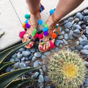 Alameda Turquesa pompom sandal