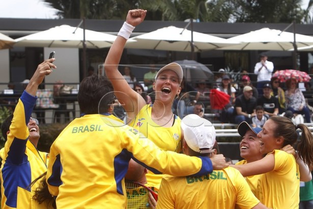 Brazilian tennis player Beatriz Haddad celebrates after defeating the Paraguayan Veronica Cepede during the second match of the final of the American Zone of the Fed Cup, in Rionegro, Colombia, 09 February 2019.  EPA-EFE/Luis Eduardo Noriega A.