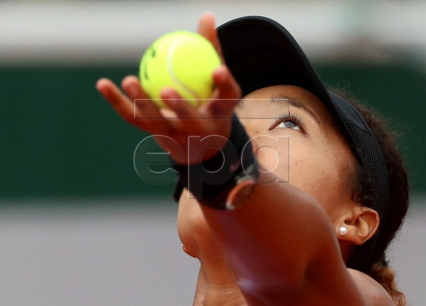 Naomi Osaka of Japan plays Victoria Azarenka of Belarus during their women?s second round match during the French Open tennis tournament at Roland Garros in Paris, France, 30 May 2019.  EPA-EFE/SRDJAN SUKI