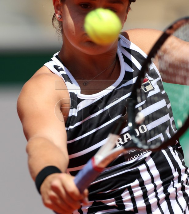 Ashleigh Barty of Australia plays Madison Keys of the USA during their women?s quarter final match during the French Open tennis tournament at Roland Garros in Paris, France, 06 June 2019.  EPA-EFE/SRDJAN SUKI