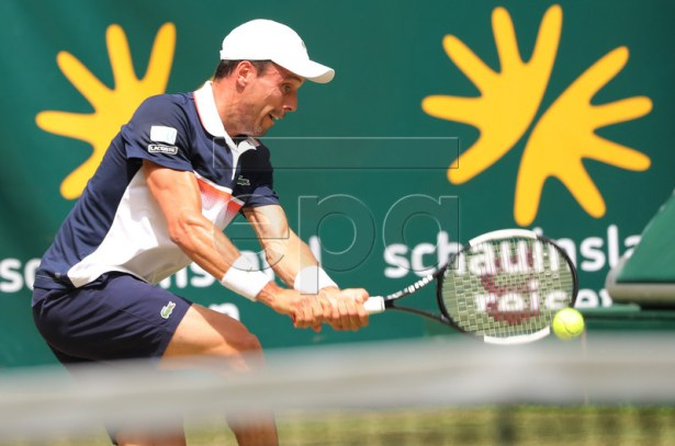 Roberto Bautista Agut from Spain in action during his round of 16 match against Richard Gasquet from France during the ATP Tennis Tournament Noventi Open (former Gerry Weber Open) in Halle Westphalia, Germany, 20 June 2019. EPA-EFE/FOCKE STRANGMANN