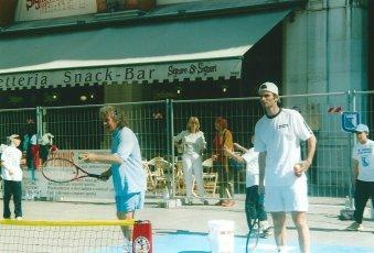 Tennis in PIazza, Treviso: il coach Bata e il giocatore rumeno dell'ATP Adrian Voinea