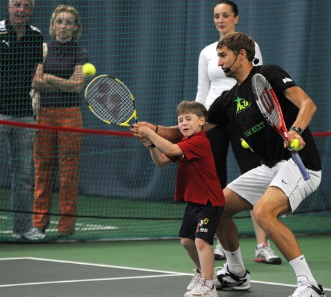 Max Mirnyi coaches a young tennis player