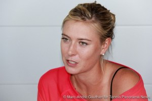 Maria-Sharapova-with-Media-Rogers-Cup-Montreal-20122-600x400