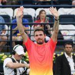 226 Wawrinka wins raises arms