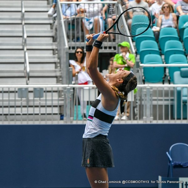 Azarenka advances before rain hits Miami Open