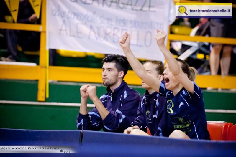 Mauro Locci incoraggia le sue atlete (Max Mocci Fotografia)