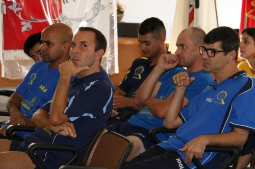I ragazzi della A1 maschile e Mauro Mereu della paralimpica (Foto Gianluca Piu)