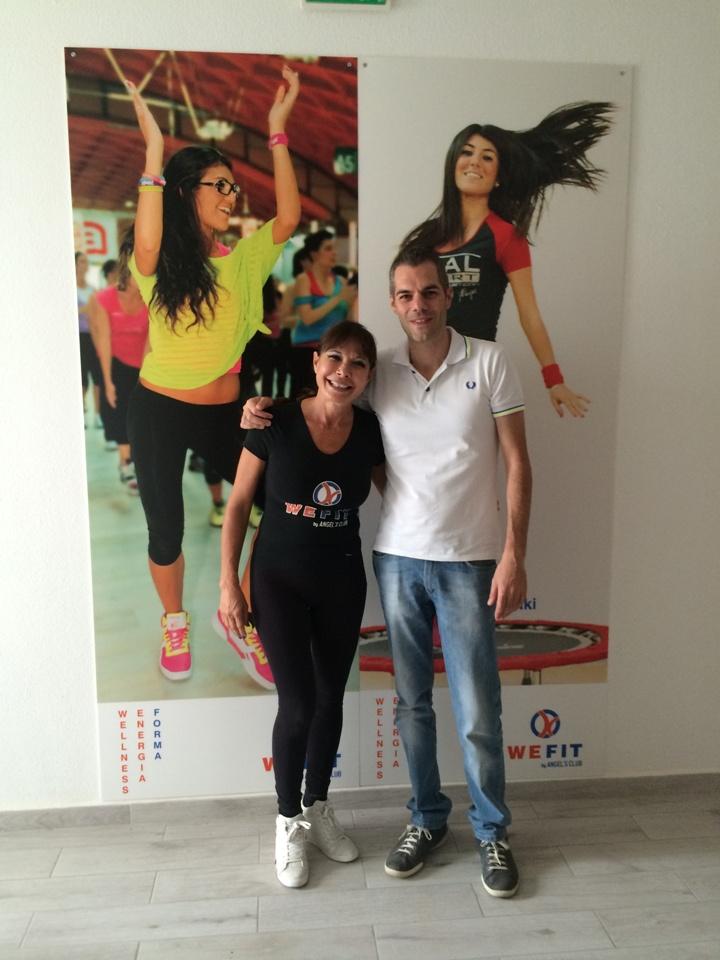 Simone Carrucciu assieme alla dottoressa Pierluisa Cabiddu dell'Angel's Club di Abbasanta