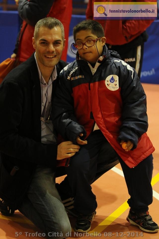 Simone Carrucciu con il giovane atleta special Michele