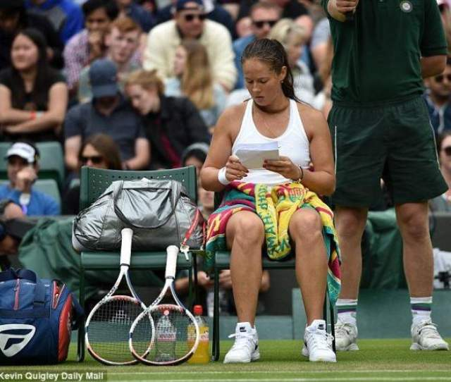 Kasatkina Used Notes On Court During The Match Against Venus Williams Pics Inside