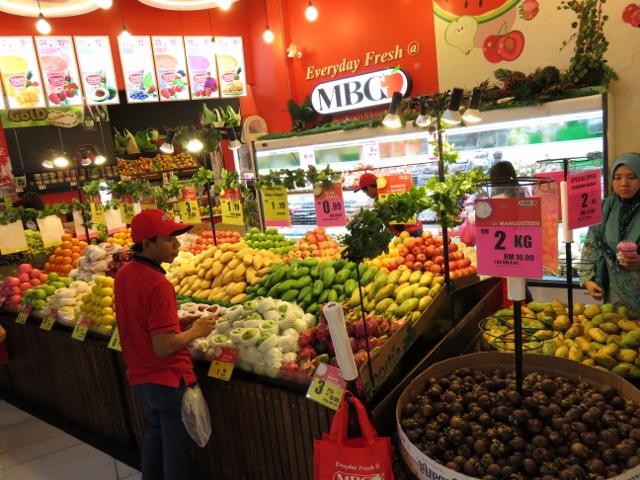 関係ないけどマレーシアの生ジュースが美味しい果物屋さん