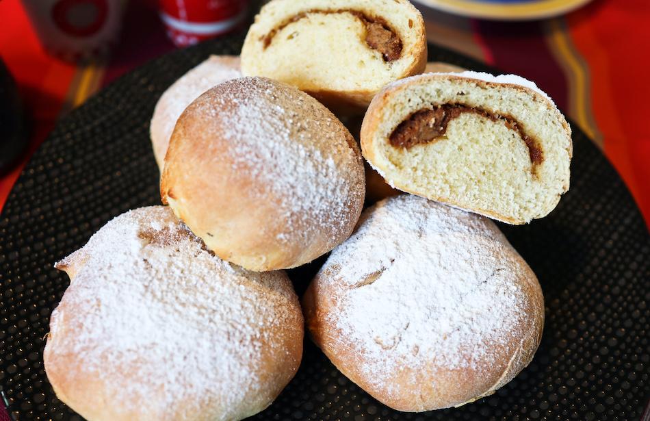 Dégustation des beignets au four au praliné