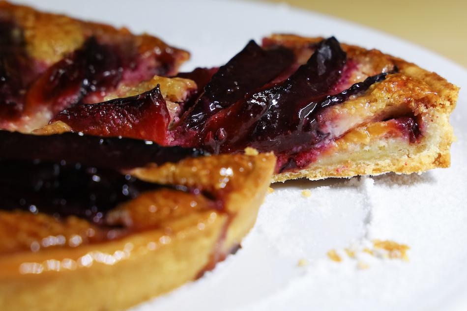 Dégustation de la tarte aux prunes noisette