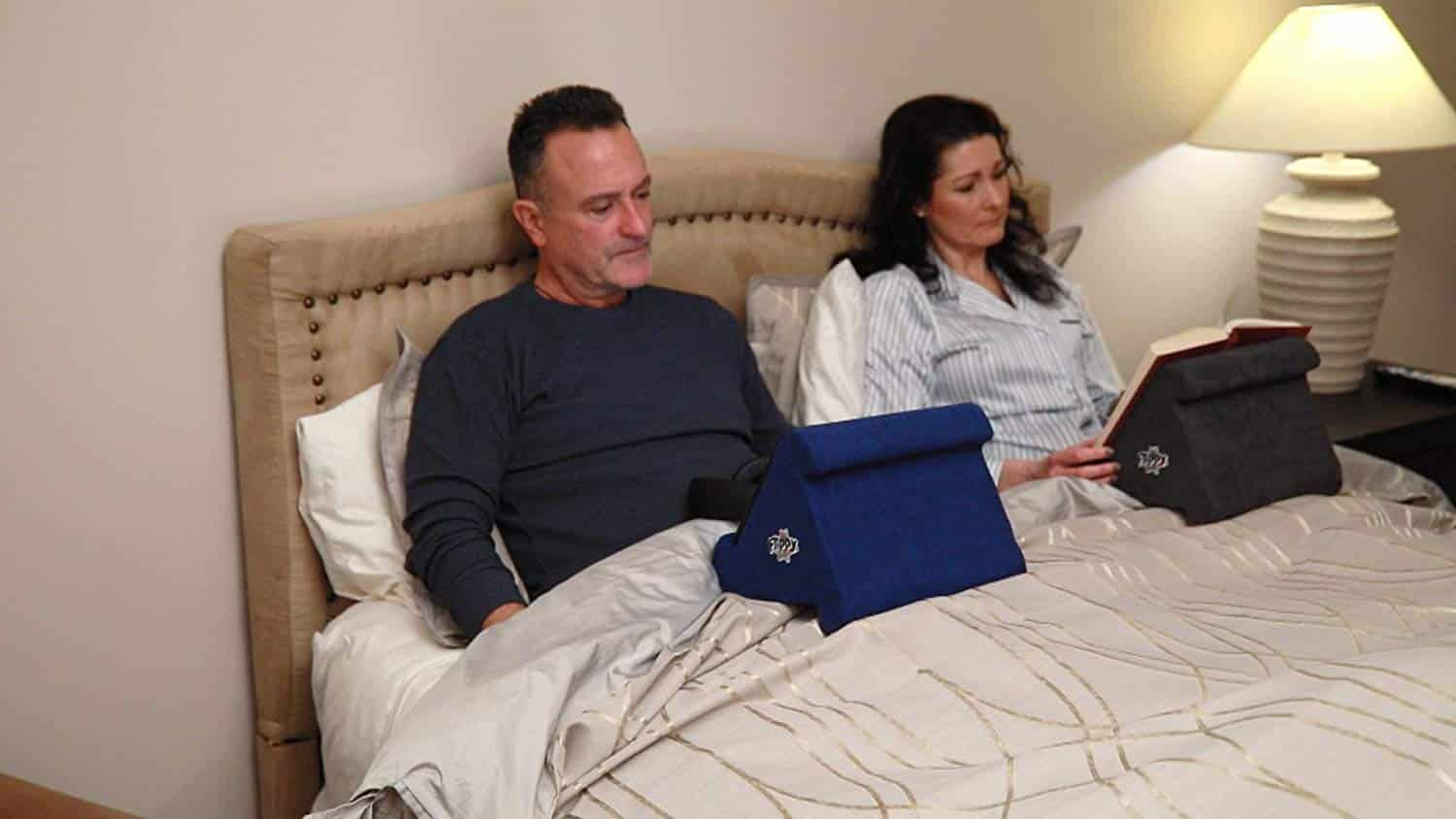 Top 10 Best Ipad Pillow Stands In 2020 Reviews Buyer S Guide
